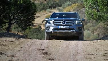 Így bukkant fel a semmiből a Mercedes GLB – menetpróba