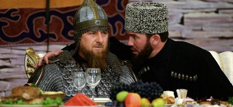Látott már csecsen elnököt talpig páncélban, Csecsen Nők Napját ünnepelni?