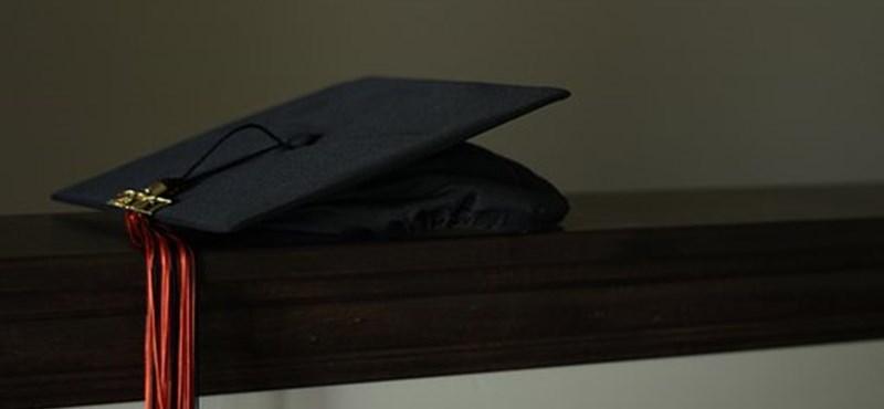 Van bármi kötelezettségetek, ha nem szereztek időben diplomát?