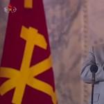 Kim Dzsong Un elsírta magát a díszszemlén, ahol bemutatták az új rakétáját