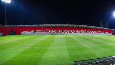 Kirúgta a labdát egy focista a Kisvárda 2,5 milliárdos stadionjából