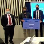Orbán és a német autóipar kapcsolata, valamint a Mészáros Lőrincnél is gazdagabb testvérpár ért Soma-díjat