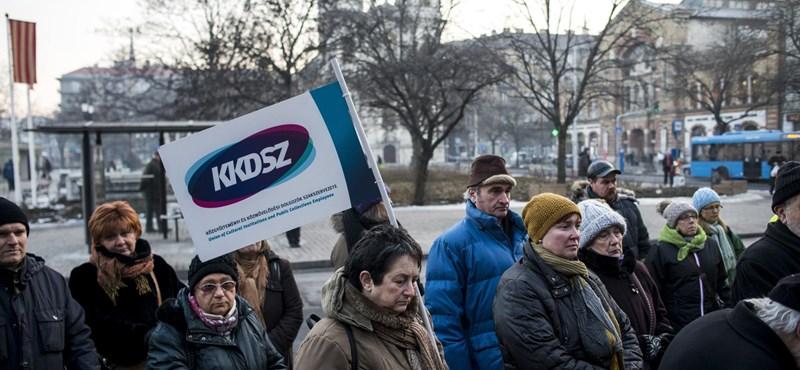 A könyvtárak és múzeumok támogatásáért tüntettek a fővárosban
