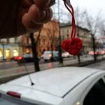 Lehet keresgélni: ötszáz horgolt szívecskét rejtettek el Budapesten