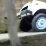 Egy kis lépcsőzéssel nem lehet zavarba hozni a Lada Nivát - videó