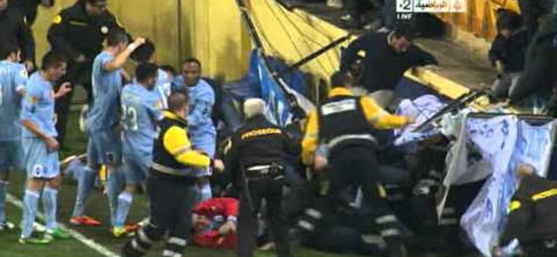 Videó: gólöröm után szakadt be a lelátó
