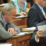 Járások Budapesten: Navracsics beadta a derekát