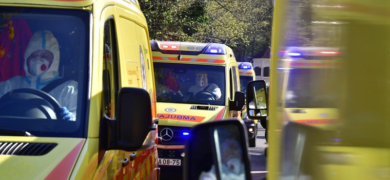 Nyilatkozniuk kell a mentősöknek, ha nem oltatják be magukat