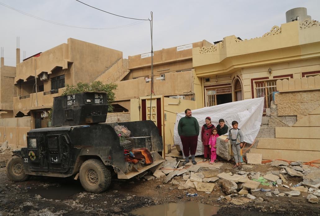 afp.16.11.16. Kitelepítésre váró emberek Zahra városában