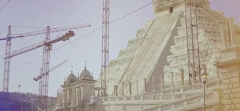 Így épülne a Várkert Bazár piramisa