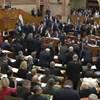 Áll a bál a Parlamentben, a kormánysajtó szinte teljesen néma