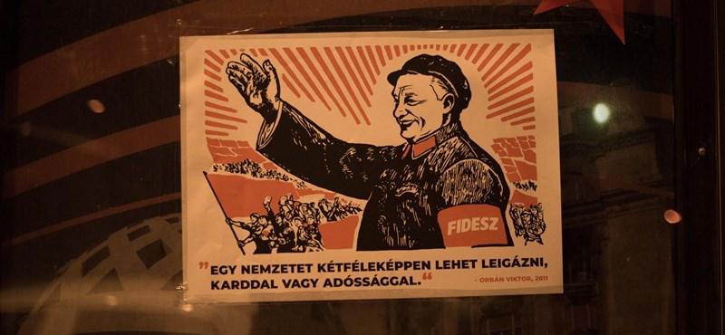 Vörös csillaggal és Orbán-idézettel plakátolta ki a Fidesz székházait a Momentum