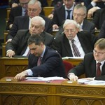 Rárepült az ellenzék Simicska ügynöközésére