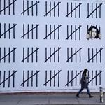 Óriásgraffitivel hívja fel a figyelmet Banksy a bebörtönzött kurd festőnőre – fotó