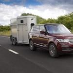 Okos ötlettel tenné biztonságosabbá az utánfutózást a Land Rover – videó