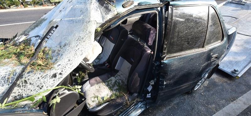 Egy családi ház kertjében landolt egy ütközés után egy Suzuki Szombathelyen