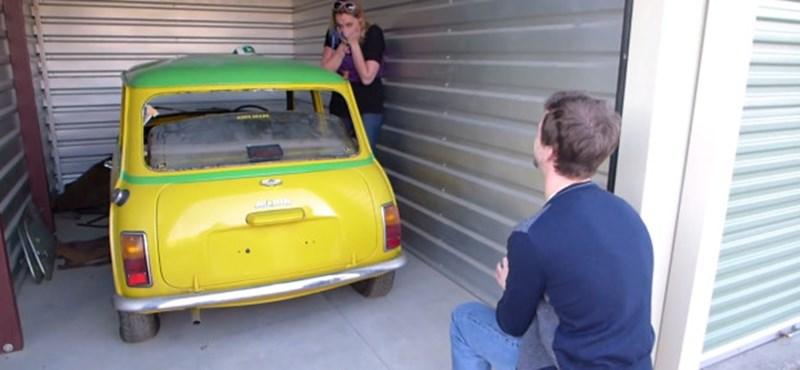Így kéri meg kedvese kezét egy igazi autómániás - videó