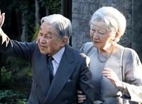 Rítusokkal búcsúzik a japán császári pár a tróntól