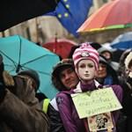 600 millió forintot kaptak a Miniszterelnökségtől a végeláthatatlan túlóra ellen tiltakozó szakszervezetek