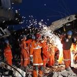 Könnygázt vetettek be a földrengés áldozatai ellen Törökországban
