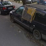 A nap fotója: a budapesti roncsautó, ami évek óta foglal egy fizetős parkolóhelyet
