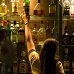 Égető kérdés a buliban: Miért marja a torkod, ha töményet iszol?