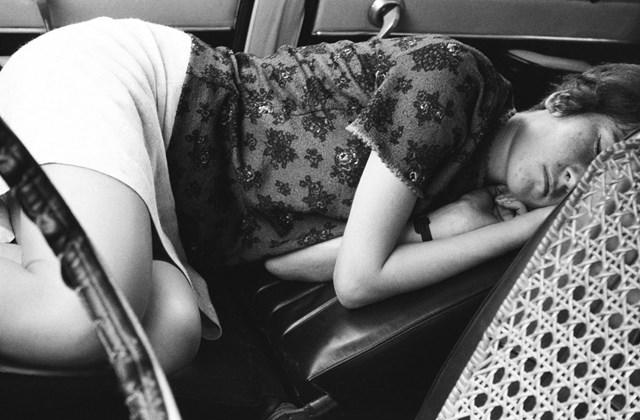 e! Minden múlt a múltam kiállítás MNG Alvás a Skodában 1972.