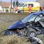 Súlyos baleset történt egy fénysorompós vasúti átjáróban