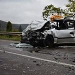 Lopott autóval karambolozott egy 17 éves fiú Salgótarjánban, két ember meghalt