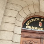 Rendkívüli közgyűlésen bontatná fel az ellenzék Borkai ügyvédjének a szerződéseit