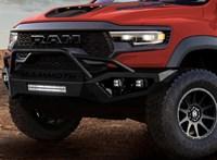 Hegyomlásnyi méretű, de sportkocsiként lő ki ez az 1000 lóerős új amerikai pickup