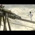 Videó: világrekordot állított fel egy kötéltáncos az Alpokban