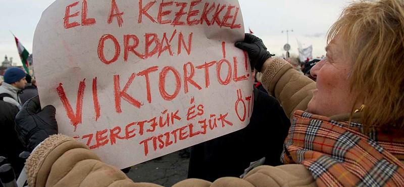 Egy itthon bukott politikus már megint külföldi fórumon támadja Magyarországot!