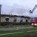 Tűz pusztított egy szarvasi tollfeldolgozóban