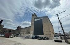 Óriási mászóközpont nyílt két elhagyatott magtárépületben Kőbányán