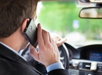 Vezetés közben telefonozott egy betegszállító sofőrje