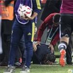 Ömlött a vér az edző fejéből, félbeszakadt a török focirangadó