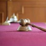 Felfüggesztettet kapott egy férfi, aki csak úgy fellökött egy idős nőt