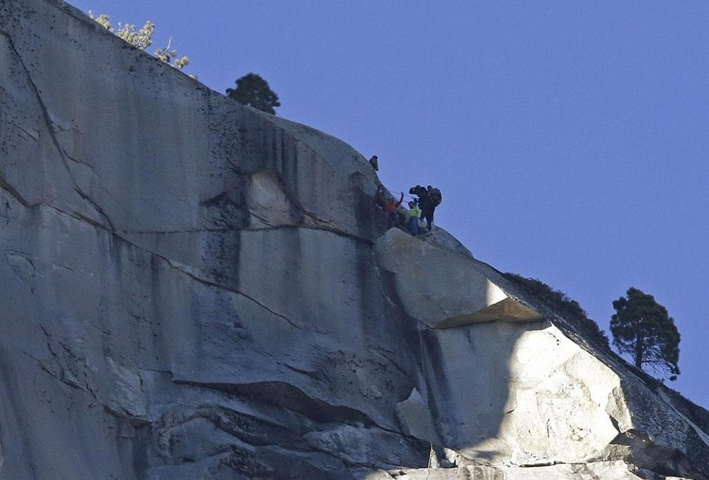 AP!!! január 25-ig! 2015.01.15. Kevin Jorgeson,Tommy Caldwell, Yosemite Nemzeti Park, Szabadmászásban hódítják meg a világ legnehezebbjének tartott sziklamászó útvonalát