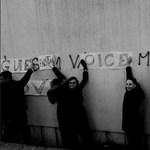 Gyalázkodó felirat került a pécsi egyetemmel szemközti épületre