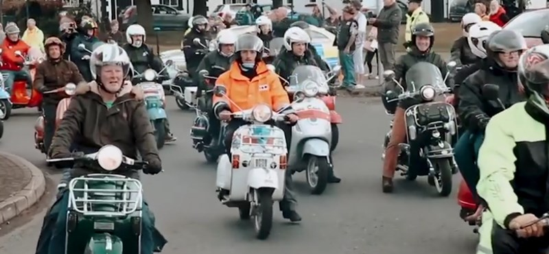Robogjunk: Gianni olaszul invitálja hazánkba a világot a nagy Vespa-találkozóra – videó