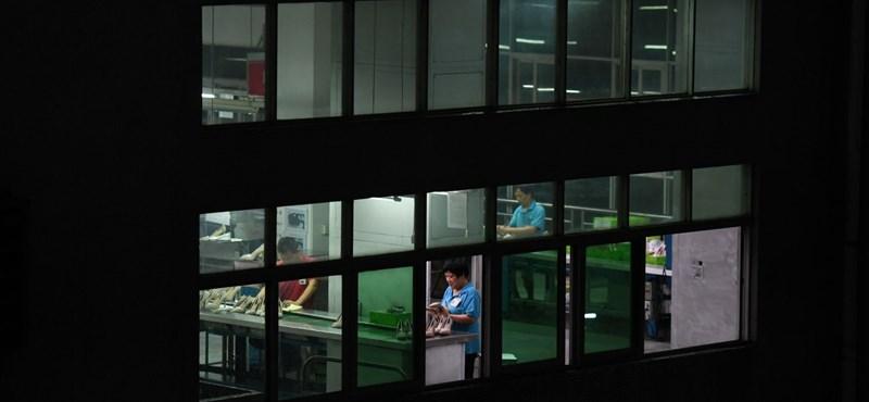 Kormány: 150-200 ezer dolgozó hiányzik a piacról