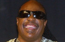 Stevie Wonder Ghánába emigrál
