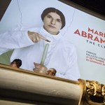 Elárulta a támadó, hogy miért vágta fejbe festményével Abramovićot