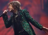 Elárverezik a kabátokat, amiket Mick Jaggernek tervezett néhai barátnője