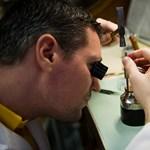 Harmincezer eurós órákat készít a magyar órásmester