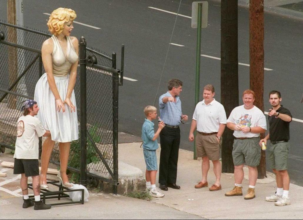 afp.96.07.13. - Atlanta, USA: Marilyn Monroe szobra a Centennial Olympic Parkban. - nagyítás