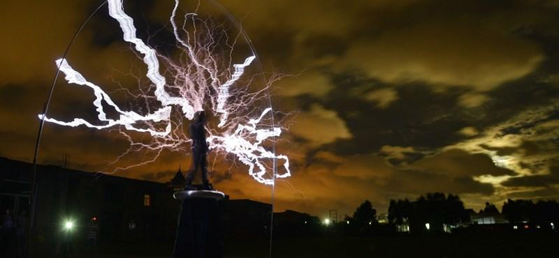 A fényűző Kecskemét – öt éve ég egy utcai lámpa