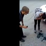 Különös módon alázta nemfizető utasait az orosz taxis, ki is rúgták (videó)