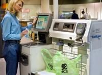 Egy szakma halála: egyre kevesebb a pénztáros a szupermarketekben